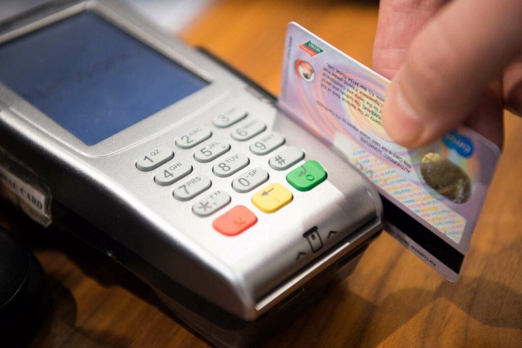 Jak spłacić debet